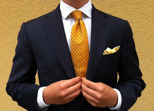 cravata galbena